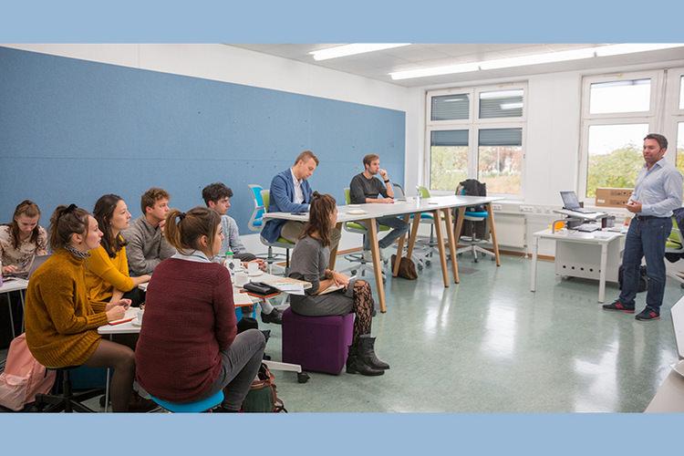 کلاس های دانشگاه علمی کاربردی سن پولتن اتریش